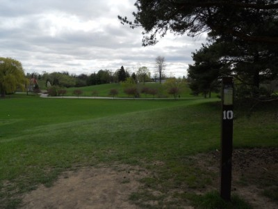 Memorial Park, Main course, Hole 10 Tee pad