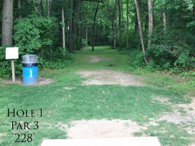 Ferrettie Baugo Creek County Park, Main course, Hole 1 Tee pad