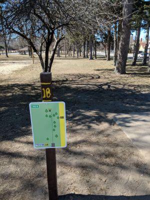 Hole 18 Garfield Park Grand Rapids Mi Disc Golf Courses Disc Golf Scene