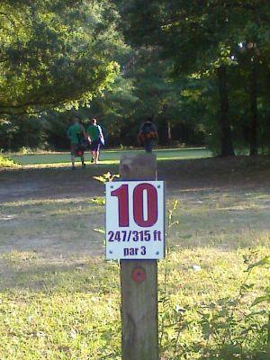 Owens Field Park, Main course, Hole 10 Short tee pad