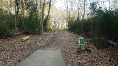 Riverview Park, Main course, Hole 9 Tee pad
