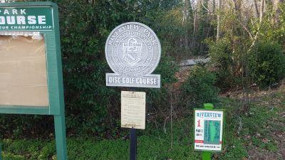 Riverview Park, Main course, Hole 1 Tee pad