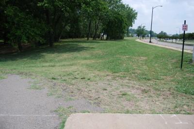 Gillies Creek Park, Main course, Hole 1 Tee pad
