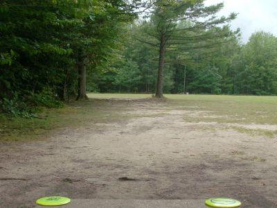Log Lake Park, Main course, Hole 1 Tee pad