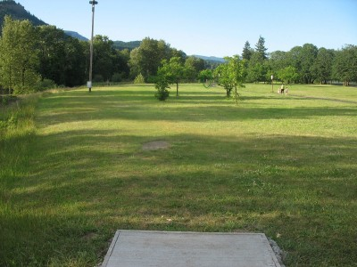 North Bonneville DGC, Main course, Hole 4 Tee pad