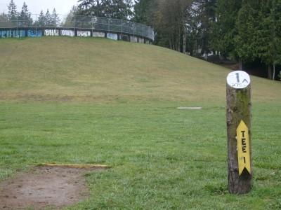 Van Zee Park, Main course, Hole 1 Tee pad