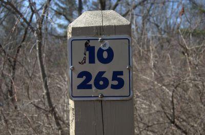 Addison Oaks County Park, Main course, Hole 10 Hole sign
