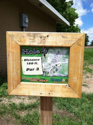 Pioneer Park, Main course, Hole 4 Hole sign