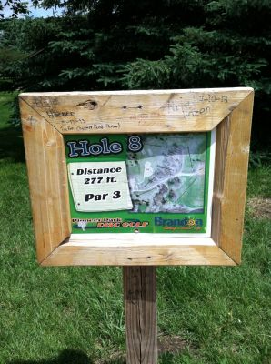 Pioneer Park, Main course, Hole 8 Hole sign
