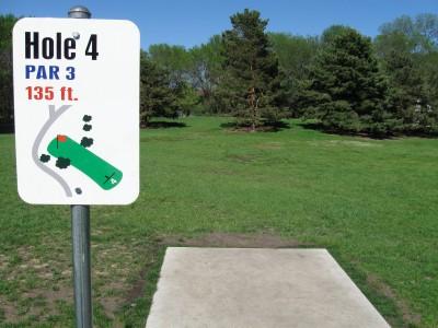 Larson Park, Main course, Hole 4 Tee pad