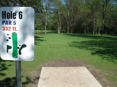 Larson Park, Main course, Hole 6 Tee pad