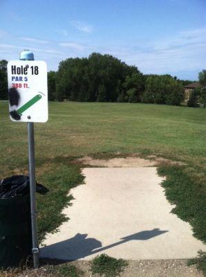 Larson Park, Main course, Hole 18 Tee pad