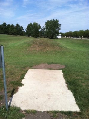 Larson Park, Main course, Hole 14 Tee pad