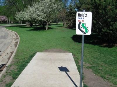 Larson Park, Main course, Hole 2 Tee pad
