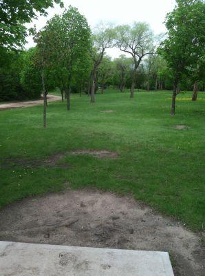 Kiwanis Woodlot Park, Main course, Hole 6 Tee pad