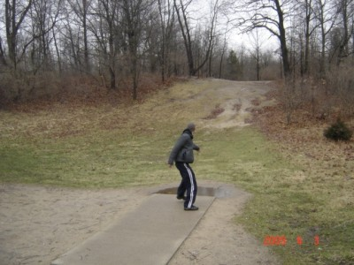 Kensington Metropark, Main course, Hole 6 Short tee pad