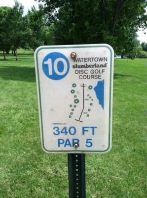 Watertown Slumberland, Main course, Hole 10 Hole sign