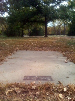 Brown Memorial Park, Main course, Hole 8 Tee pad