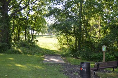 Wyandotte County Park, Main course, Hole 8 Tee pad