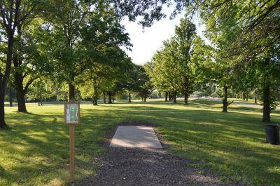 Wyandotte County Park, Main course, Hole 1 Tee pad