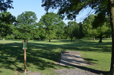 Wyandotte County Park, Main course, Hole 3 Tee pad