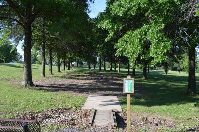 Wyandotte County Park, Main course, Hole 18 Tee pad