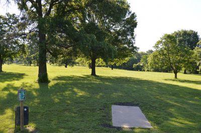 Wyandotte County Park, Main course, Hole 17 Tee pad