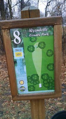Wyandotte County Park, Main course, Hole 8 Hole sign