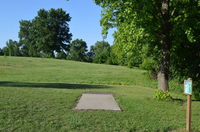Wyandotte County Park, Main course, Hole 4 Tee pad