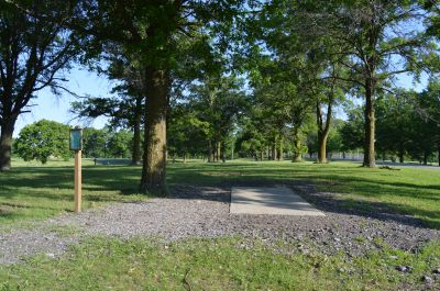 Wyandotte County Park, Main course, Hole 2 Tee pad