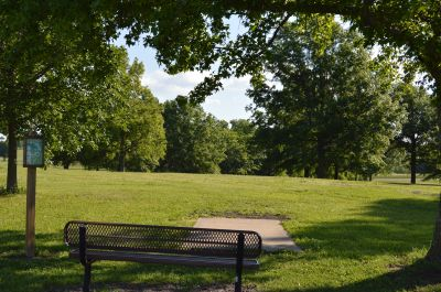Wyandotte County Park, Main course, Hole 14 Tee pad
