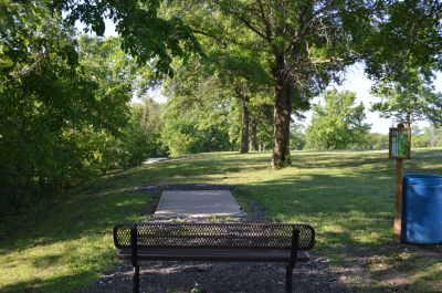 Wyandotte County Park, Main course, Hole 10 Tee pad