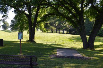 Wyandotte County Park, Main course, Hole 7 Tee pad