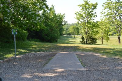 Shawnee Mission Park, Main course, Hole 16 Tee pad