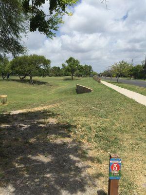 Lamar Park, Main course, Hole 5