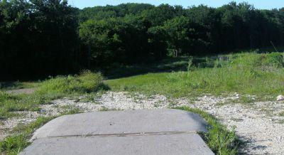 Bicentennial DGC, Main course, Hole 10 Short tee pad