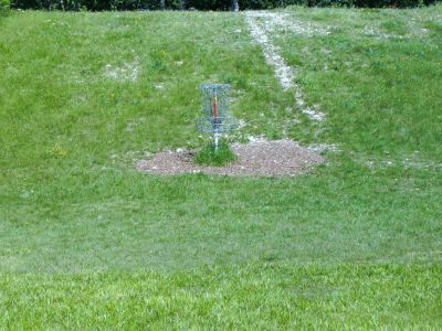 Bicentennial DGC, Main course, Hole 1 Putt