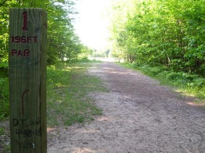 Rycenga Park, Main course, Hole 1 Tee pad
