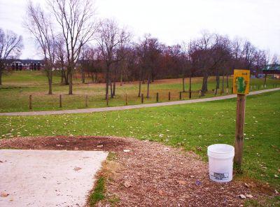 Begg Park, Main course, Hole 2 Tee pad
