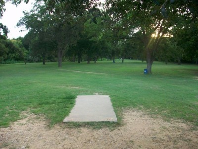 Fritz Park, Main course, Hole 1 Tee pad