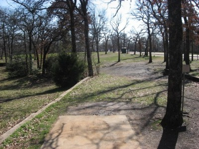 Lake Lewisville Park, Main course, Hole 9 Tee pad