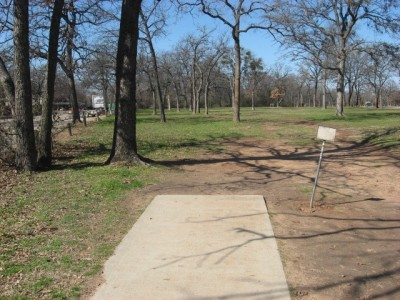 Lake Lewisville Park, Main course, Hole 13 Tee pad