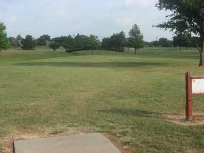 Leonard L. Woods Park, Main course, Hole 5 Tee pad