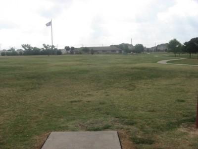 Leonard L. Woods Park, Main course, Hole 17 Tee pad