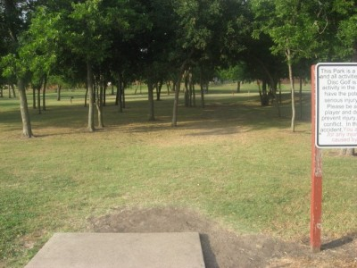 Leonard L. Woods Park, Main course, Hole 1 Tee pad