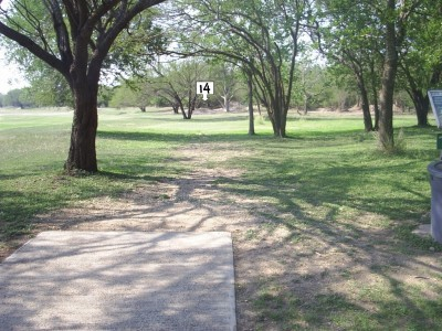 Live Oak City Park, Main course, Hole 14 Tee pad
