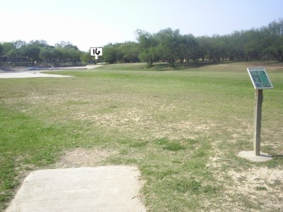 Live Oak City Park, Main course, Hole 16 Tee pad