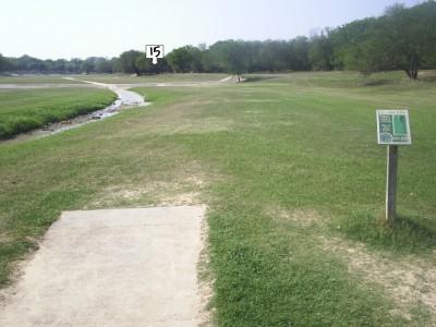 Live Oak City Park, Main course, Hole 15 Tee pad