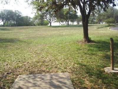 Live Oak City Park, Main course, Hole 23 Short tee pad