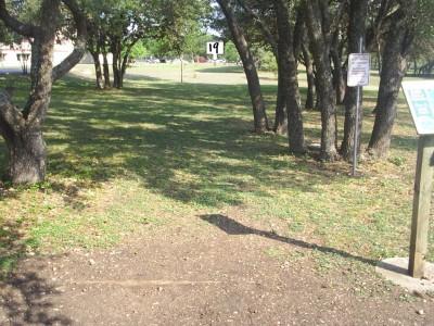 Live Oak City Park, Main course, Hole 19 Tee pad